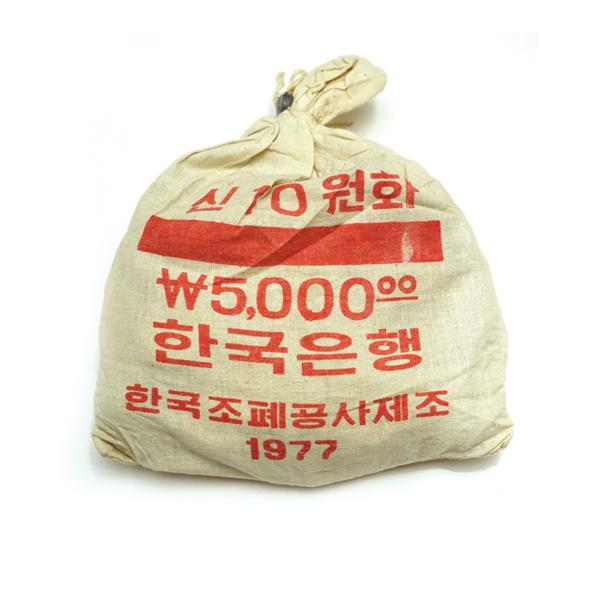 現行 나 10원 황동화 - 1977年 소관봉